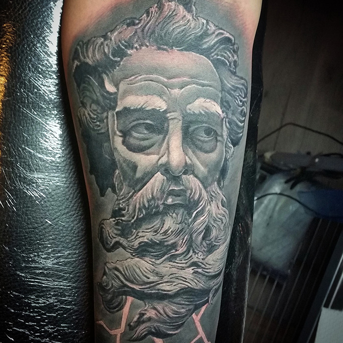 tattoo studio tenerife canary canarie spain spagna greek statue